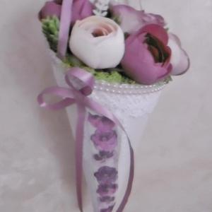 Virágtölcsér - virágcsokor - örökcsokor - szülinapi - névnapi csokor, Dekoráció, Otthon & lakás, Csokor, Egyéb, Esküvő, Virágkötés, Rózsaszín, mályva és fehér színű, élethű selyem virágokkal és habrózsákkal díszített egyedi kis virá..., Meska