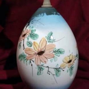"""Porcelán asztali lámpatalp \""""Virágos\"""", Otthon & Lakás, Lámpa, Asztali lámpa, Festészet, A képeken látható, egyedi, asztali lámpa azonnal elvihető.\nMérete: 15 × 26 cm\nRendelhetsz hozzá lámp..., Meska"""