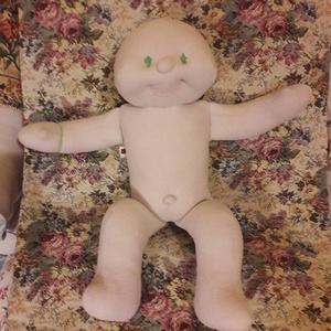 Zöld szemű Brigi baba  lepkés ruhában. (ladyb) - Meska.hu