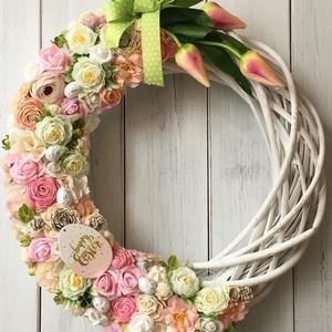 Tulipános tavaszi ajtódísz, Otthon & Lakás, Dekoráció, Ajtódísz & Kopogtató, Virágkötés, 35 cm-es fonott koszorú alapra készített ajtódísz., Meska
