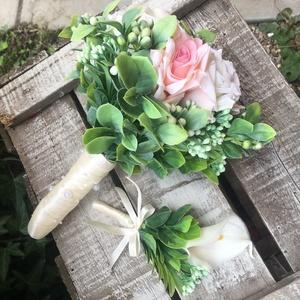 Esküvői szett-rózsa, Esküvői szett, Esküvő, Virágkötés, Mérete: 20cm széles, 25cm magas\nA virágok nem élőek, de nagyon élethűek.\nSzára ekrü szatén szalaggal..., Meska