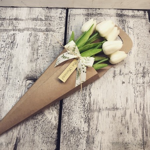 Tulipán tasakban, Otthon & lakás, Dekoráció, Lakberendezés, Csokor, Virágkötés, A virágok nem élők.\n7 szál virágot tartalmaz., Meska
