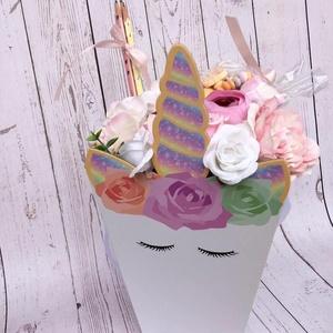 Unikornis candy box, Otthon & Lakás, Dekoráció, Csokor & Virágdísz, Virágkötés, Mérete: 30x15cm\nTartalmaz: 4db grafit ceruzát, 1 cukorka csomagot., Meska
