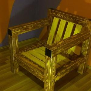 Fotel fogazott fenyőgerendából (egyedülálló design), Bútor, Otthon & lakás, Szék, fotel, Famegmunkálás, Fotel fogazott fenyőgerendából, koptatott barna színben, lakkozva.\n\nKülönlegessége, hogy egyedülálló..., Meska