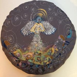 Angyalka mintás meditációs ülőpárna. , Otthon & Lakás, Karácsony & Mikulás, Karácsonyi dekoráció, Festett tárgyak, Varrás, Angyal mintás, meditációs ülőpárna.\nKézzel festett, egyedi mintával!\n35 cm átmérőjű 10 cm magas kere..., Meska