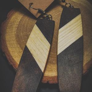 Egyedi fenyő és diófából készült fülbevaló, Ékszer, Fülbevaló, Ékszerkészítés, Famegmunkálás, Egyedi fenyő és diófából készült fülbevaló\n(Nincs és nem is lesz több ugyanilyen!)\n\nAdatok:\nA fülbev..., Meska