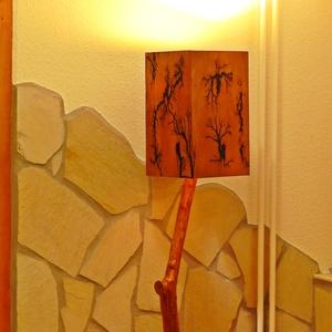 Asztali lámpa, Otthon & lakás, Lakberendezés, Lámpa, Asztali lámpa, Famegmunkálás, Kedves Érdeklődő!\nA képen látható asztali lámpa búrája rétegelt lemezből készült, és hazánkban még k..., Meska