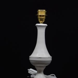 antikolt vintage lámpa (1), Otthon & lakás, Lakberendezés, Lámpa, Asztali lámpa, Famegmunkálás, Festett tárgyak, Antikolt fehér 1\n\nHársfa alapanyagból kézi esztergálással készült egyedi, kézműves asztali lámpa.\nFe..., Meska
