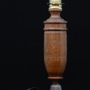 asztali lámpa (lgy4), Otthon & lakás, Lakberendezés, Lámpa, Asztali lámpa, Famegmunkálás, Lámpagyáros 4\n\nAntik hatású, egyedi kézműves asztali lámpa.\nAlapja: a Budapesti Lámpagyárban az 1891..., Meska