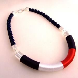 Tommy Hilfiger színeiben akciós nyakék, Ékszer, Medál nélküli nyaklánc, Nyaklánc, Hossz:45 cm.  Külön kérésre díszdobozt is tudok adni hozzá, Meska