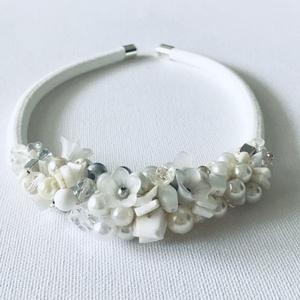 Akciós ! Esküvői nyakék hófehér gyöngyökből, Esküvő, Nyaklánc, Ékszer, Csak fehér és átlátszó üveg gyöngyök és ásványok alkotják ezt a menyasszonynak szánt nyakéket. Hossz..., Meska