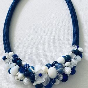 Kék fehèr gyöngy nyakèk jade gyöngyökkel, Ékszer, Nyaklánc, Fülbevaló, Ékszerkészítés, Gyöngyfűzés, gyöngyhímzés, Festett jade gyöngyökből komponáltam ezt a nyakéket, amit ugyan már elvittek, de tudok készíteni has..., Meska