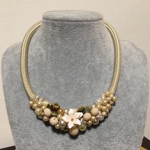 Vintage tenyésztett  gyöngy  nyakék, Ékszer, Nyaklánc, Gyöngyös nyaklác, Gyönyörű  Régi tenyésztett és antik cseh teklàkból, bézs  gyöngyökbōl komponáltam ezt a nyakéket  Ny..., Meska