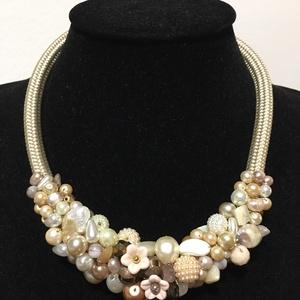 Vintage tenyésztett  gyöngy  nyakék 2., Ékszer, Nyaklánc, Gyöngyös nyaklác, Gyönyörű  Régi tenyésztett és antik cseh teklàkból, bézs  gyöngyökbōl komponáltam ezt a nyakéket  Ny..., Meska