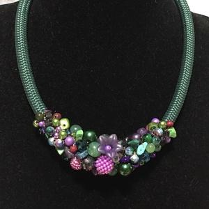 Zöld és lila gyöngyökből készült nyakék (Lanka1) - Meska.hu