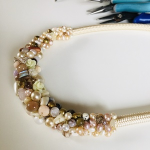 Vintage tenyésztett-  gyöngyös  nyakèk, Ékszer, Ékszerszett, Ez a nyakék színeiben a romantikus hölgyeknek tökéletes választás Tenyésztett gyöngyök és kagylók al..., Meska