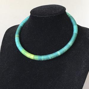 Színàtmenetes zöld fonal nyakèk, Ékszer, Nyaklánc, Medál nélküli nyaklánc, 8mm vastag alapra dolgoztam rà a színàtmenetes fonalat, kialakítva így egy nyak èket Nagyon könnyū, ..., Meska