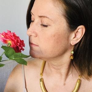 Minimál fonal nyakék új kollekció  arany színben, Ékszer, Nyaklánc, Medál nélküli nyaklánc, Most készült el a minimàl kollekció első darabja, mely. nem csíkos, nem tarkabarka, hanem egy szînű,..., Meska