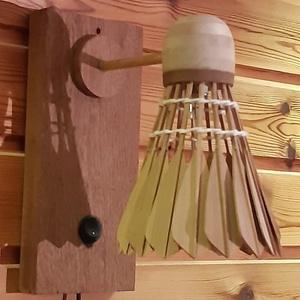 Tollas fali  LED lámpa, Otthon & lakás, Lakberendezés, Lámpa, Fali-, mennyezeti lámpa, Hangulatlámpa, Famegmunkálás, Ezt a lámpát, egy tollaslabda sporttal foglalkozó kliensem megrendelésére készítettem. Szeretett vol..., Meska