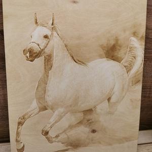 Ló gravírozott kép , Otthon & Lakás, Dekoráció, Falra akasztható dekor, Famegmunkálás, Saját készítésű 3mm-es nyír rétegelt lemezre gravírozott  kép akasztóval \nMérete 30x40cm , Meska