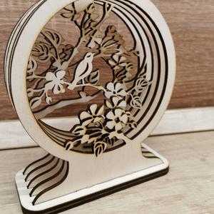 Tavaszi 3D dekor , Otthon & Lakás, Dekoráció, Asztaldísz, Famegmunkálás, Saját készítésű 3mm-es nyír rétegelt lemezből készült.\nMérete 15x17 cm, Meska