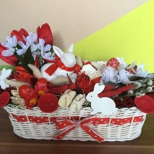 Piros-fehér húsvéti asztaldísz, Asztaldísz, Dekoráció, Otthon & Lakás, Festett tárgyak, Fonás (csuhé, gyékény, stb.), Az asztaldísz alapja egy 27x17x9 cm-es kosár, melyet natúr nádból fontam, majd akrilfestékkel fehérr..., Meska
