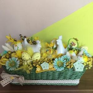 Húsvéti asztaldísz zöld kosárban, Dekoráció, Otthon & lakás, Dísz, Húsvéti díszek, Ünnepi dekoráció, Lakberendezés, Festett tárgyak, Fonás (csuhé, gyékény, stb.), Ennek az asztaldísznek az alapja egy 24.5cmX8,5cnmX9cm-es kosárka, melyet lapos nádból fontam, akril..., Meska