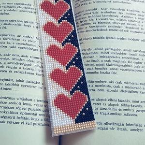 Könyvjelző, Otthon & Lakás, Papír írószer, Könyvjelző, A minta keresztszemes hímzéssel készült plasztik kanavára. Hátoldalát öntapadós filc védi., Meska