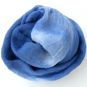 """""""kék felhő"""" nagy géz-sál, Ruha & Divat, Sál, Sál, Sapka, Kendő, Középsötét kék, amit kisebb fehér """"felhőcskék"""" tesznek izgalmasabbá.. Mérete kb 90x170cm(be van szeg..., Meska"""
