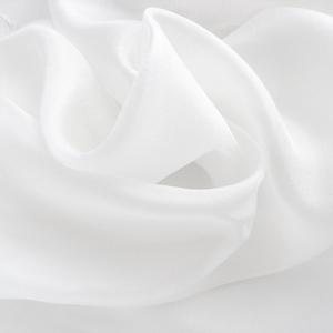 fehér kis selyemkendő, Kendő, Sál, Sapka, Kendő, Ruha & Divat, Selyemfestés, Gyöngyházfény és tisztaság - jó, ha van egy fehér kendő a ruhatárban..Ez egy kisebb kendőcske, inghe..., Meska