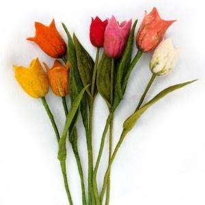 nemez tulipán, virágdísz  drótszálon , Csokor & Virágdísz, Dekoráció, Otthon & Lakás, Nemezelés, Varrás, Az ár egy szál tulipánra vonatkozik!\nA képek illusztrációk, nagyjából ezek a színek szoktak készlete..., Meska