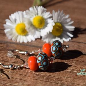 Narancs-türkiz lámpagyöngy fülbevaló, Ékszer, Fülbevaló, Lógós fülbevaló, Ékszerkészítés, Üvegművészet, Saját készítésű narancs-türkiz mintás lámpagyöngyökből és cseh üveggyöngyökből készült fülbevaló.\nA ..., Meska