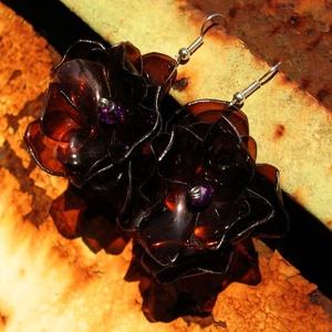 Barna virág pet palackból készült fülbevaló, Lógó fülbevaló, Fülbevaló, Ékszer, Újrahasznosított alapanyagból készült termékek, Barna pet palackból aprólékos munkával készített virág formájú fülbevaló. \n\na virág legnagyobb kiter..., Meska