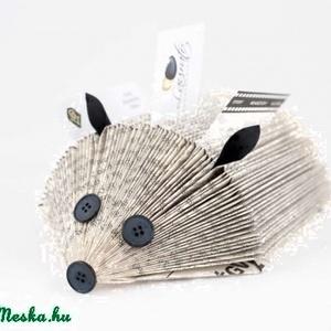 Könyvsün mindenféle papírok tartására való, sünformájú, újrahasznosított ajándék  (Laurato) - Meska.hu
