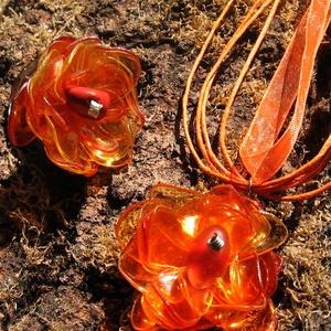 Narancs virág szett pet palackból készült újrahasznosított nyaklánc és gyűrű, Ékszerszett, Ékszer, Újrahasznosított alapanyagból készült termékek, Narancsszínű pet palackból aprólékos munkával készített virág formájú nyaklánc és gyűrű.\n\na virágok ..., Meska