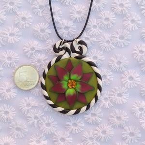Medál fantázia virággal, Medálos nyaklánc, Nyaklánc, Ékszer, Gyurma, Ennek a medálnak az elkészítése játék volt a színekkel. \nNyári virág az ősz színeiben, ami mindig me..., Meska