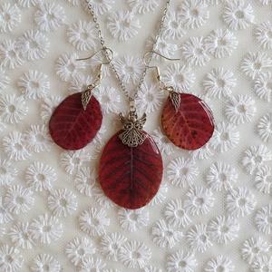 Cserszömörce levél ékszer szett, Ékszer, Ékszerszett, Ékszerkészítés, Cserszömörce őszi leveléből készült ez a nyakláncból és fülbevalóból álló szett.\nA gondosan leprésel..., Meska