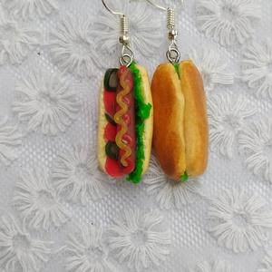 Hot dog formájú fülbevaló, Ékszer, Fülbevaló, Lógós fülbevaló, Gyurma, Élethű hot dog formájú fülbevaló süthető gyurmából.\nNemesacél fülhoroggal, szilikon stopperrel szere..., Meska