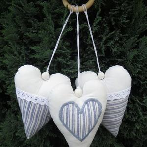 Szíves dekoráció, Dekoráció, Otthon & lakás, Lakberendezés, Gyerek & játék, Varrás, 3 különböző szívecske található egy csomagban. Felrakhatod csoportban, vagy külön-külön. :) \n\nA szív..., Meska