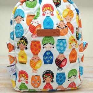 Egyedi steppelt neszesszer - Kokeshi babák, Táska & Tok, Neszesszer, Varrás, Kézzel steppeltem ezt a hátizsákjaimhoz passzoló neszesszert. \nMasszív és erős ami a középen lévő sű..., Meska