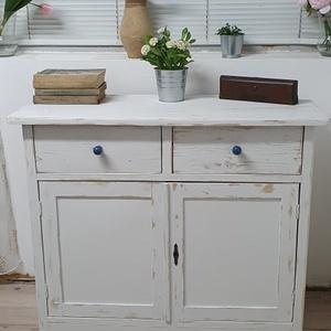 Vintage stílusú fehér tömörfa szekrény, Otthon & Lakás, Bútor, Szekrény, Famegmunkálás, Festészet, Egy régi tömörfa szekrény új életre kelt vintage stílusban. A két fiókos, két ajtós, polcos szekrény..., Meska