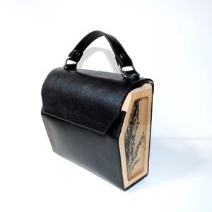 Monte Rosa bag, Táska & Tok, Kézitáska & válltáska, Kézitáska, Bőrművesség, Szín: fekete\n\nAnyaga: marhabőr, fa és gyanta, melyben kék köles található\n\nZáródása: mágnes zárral\n\n..., Meska