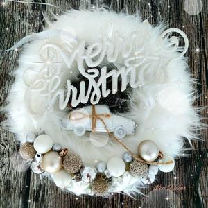 Elegáns fehér szőrös autós kopogtató, Karácsony & Mikulás, Karácsonyi kopogtató, Virágkötés, Elegáns fehér koszorú felirattal, autóval, Meska