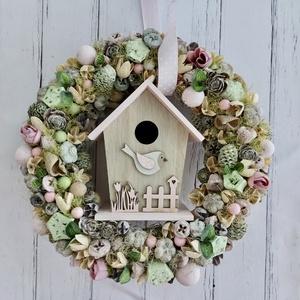 Pasztell madárházas tavaszi terméses kopogtató, Otthon & Lakás, Dekoráció, Ajtódísz & Kopogtató, Virágkötés, Helló tavasz!\nIgazi elegáns, könnyed, pasztell rózsaszín madárcsicsergős kopogtató ami a te ajtódat ..., Meska