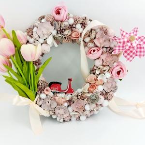 Tavaszi pasztell rózsaszín vespàs szèlforgós kopogtató, Otthon & Lakás, Dekoráció, Ajtódísz & Kopogtató, Virágkötés, Igazi pasztell elegàns felüdülès????  Tele igazi festett termèsekkel, szèlforgóval ès egy csajos ves..., Meska