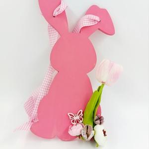 Pasztell fa nyuszi ajtódísz, Otthon & Lakás, Dekoráció, Ajtódísz & Kopogtató, Virágkötés, Festett fa nyuszis pasztell rózsaszín ajtódísz tulipánokkal\n30 cm magas, Meska