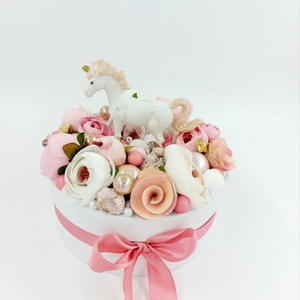 Unikornis virágbox, virágdoboz nőnapra, anyák napjára, babaváró ajándékba, Otthon & Lakás, Dekoráció, Csokor & Virágdísz, Virágkötés, Unikornis virágbox, virágdoboz nőnapra, anyák napjára, babaváró ajándékba, Meska