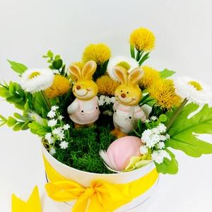 Sárga pitypangos nyuszis mohás tavaszi asztaldísz, Otthon & Lakás, Dekoráció, Asztaldísz, Virágkötés, Igazi felfrissülés ez a tavaszi pitypangos asztaldísz\nIgazi tartósított mohával, virágokkal, tojássa..., Meska