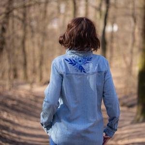 Hímzett Női Farmer Ing, Ruha & Divat, Női ruha, Blúz, Hímzés, Kézzel hímzett női farmer ing M-es méretben. \nA hímzés kézzel készült 6 szálas DMC hímzőfonállal kék..., Meska