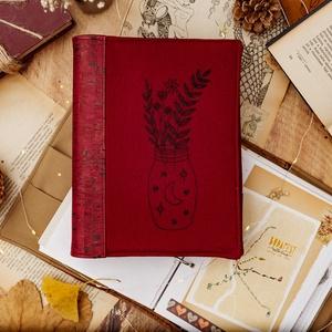 Hímzett Bordó Vászon - Parafa Bőr Napló, Otthon & lakás, Naptár, képeslap, album, Jegyzetfüzet, napló, Hímzés, Varrás, A naplófedél parafa bőrből és lenn vászonból készül, egyedi botanikai hímzéssel.\n\nMit fogsz kapni:\nH..., Meska